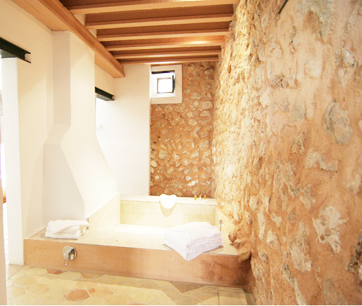 steinbadewanne-suite-principal-finca-hotel-refugio-son-pons-mallorca