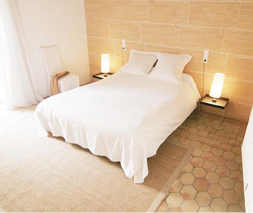 doppelbett-sala-arte-finca-hotel-refugio-son-pons-mallorca