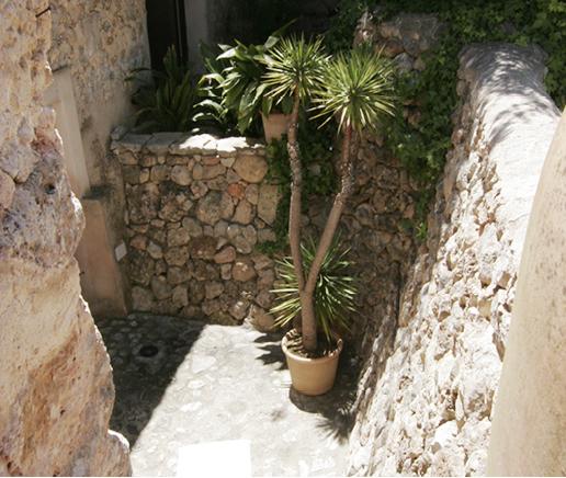 blick-auf-die-terrasse-suite-patio-finca-hotel-refugio-son-pons-mallorca