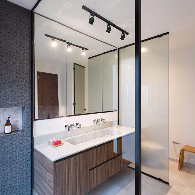 Y para seguir con nuestros diseños de baños/ proyecto calle 76 MZSU / diseño y ejecución obra por IS+LA ARQUITECTURA / 📸 @simonboschphotographynl / muebles por @integral_design_by #bathroomgoals #bañoprincipal #carraramarble