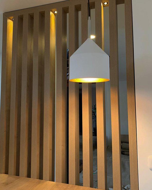 Proyecto 1002 S / IS+LA arquitectura // En este proyecto fuimos por un walk in closet y terminamos haciendo la cocina y no a lo que originalmente fuimos.  Hicimos la cocina soñada de nuestros clientes! Siempre buscamos cómo mejorar un espacio con luz, orden y simplicidad! #arquitectura #diseñodeinterior #iluminacion #interiordesign #kitchendesign #decoracion