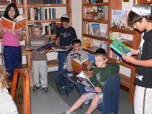kids-browse-a-10703.jpg