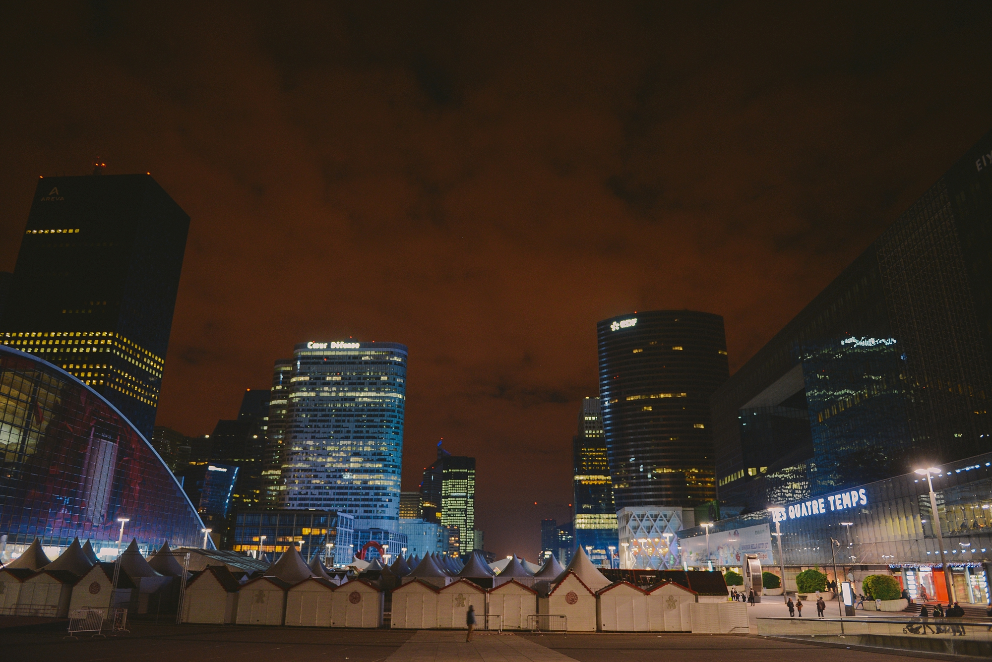 la defense by night.jpg