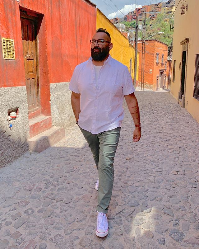 I am so in love with this little town! I cannot wait to come back with more couples! Today we leave #SanMiguelDeAllende and head off to #Leon! #wheretonext a special shoutout to my #bffphotographersofinstagram @jessesiam 🤣🤷🏽‍♂️🙌🏽