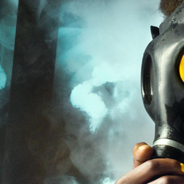 @kenpivak @melaniemanson.la @voelkerstudio #dryice #clawfoottub #horrorstories #gasmaskgirl #gasmask #xray #pigmentpowder #yellowpigment