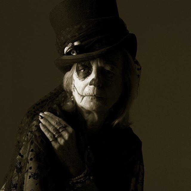@einalemmanson makeup styling @melaniemanson.la #dod #dayofdead #dayofthedead #widow #forgetmenot @heatherimages