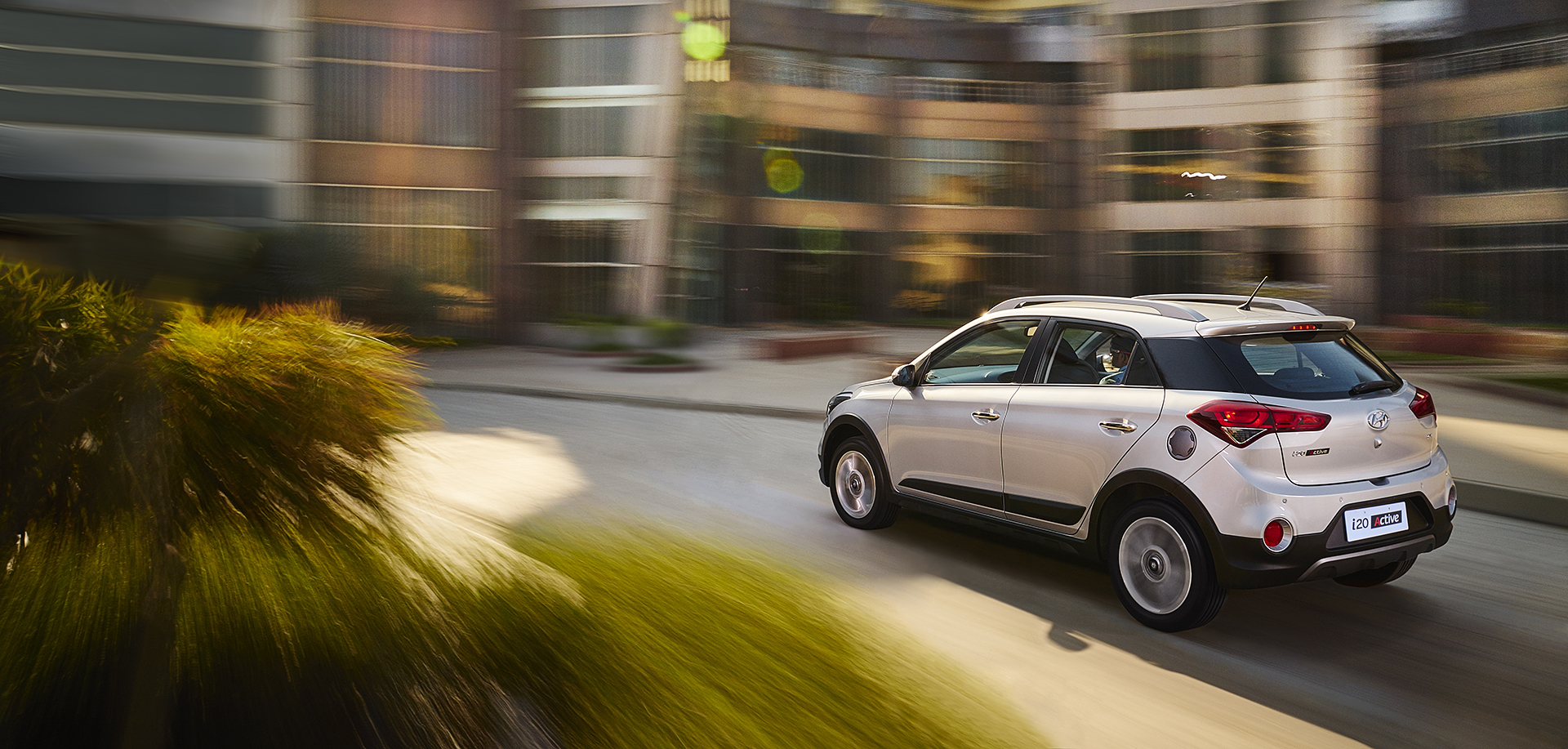 Hyundai i20 Active Silver in Motion