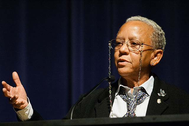 By Brett Weinstein - Flickr: Nikki Giovanni, CC BY-SA 2.0, https://commons.wikimedia.org/w/index.php?curid=12911418