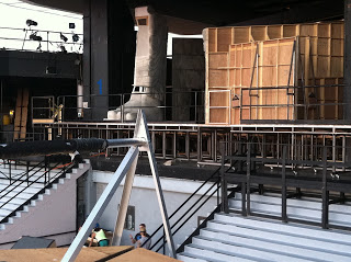 Load-in of The Pearl Fishers