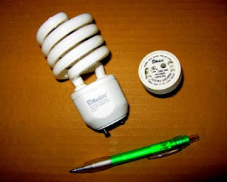 The GU24 lamp is small and dimmable.
