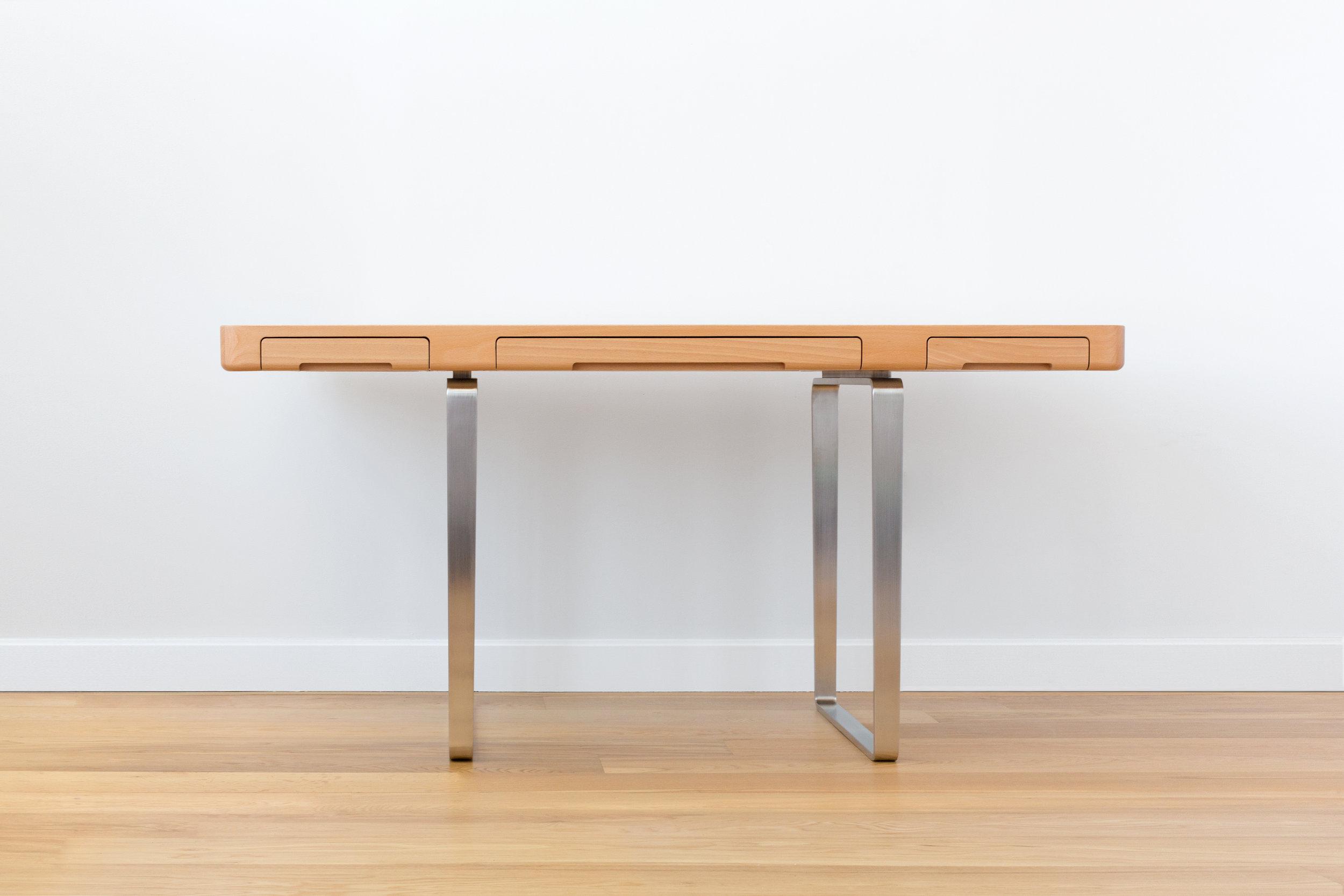 Arnon Desk