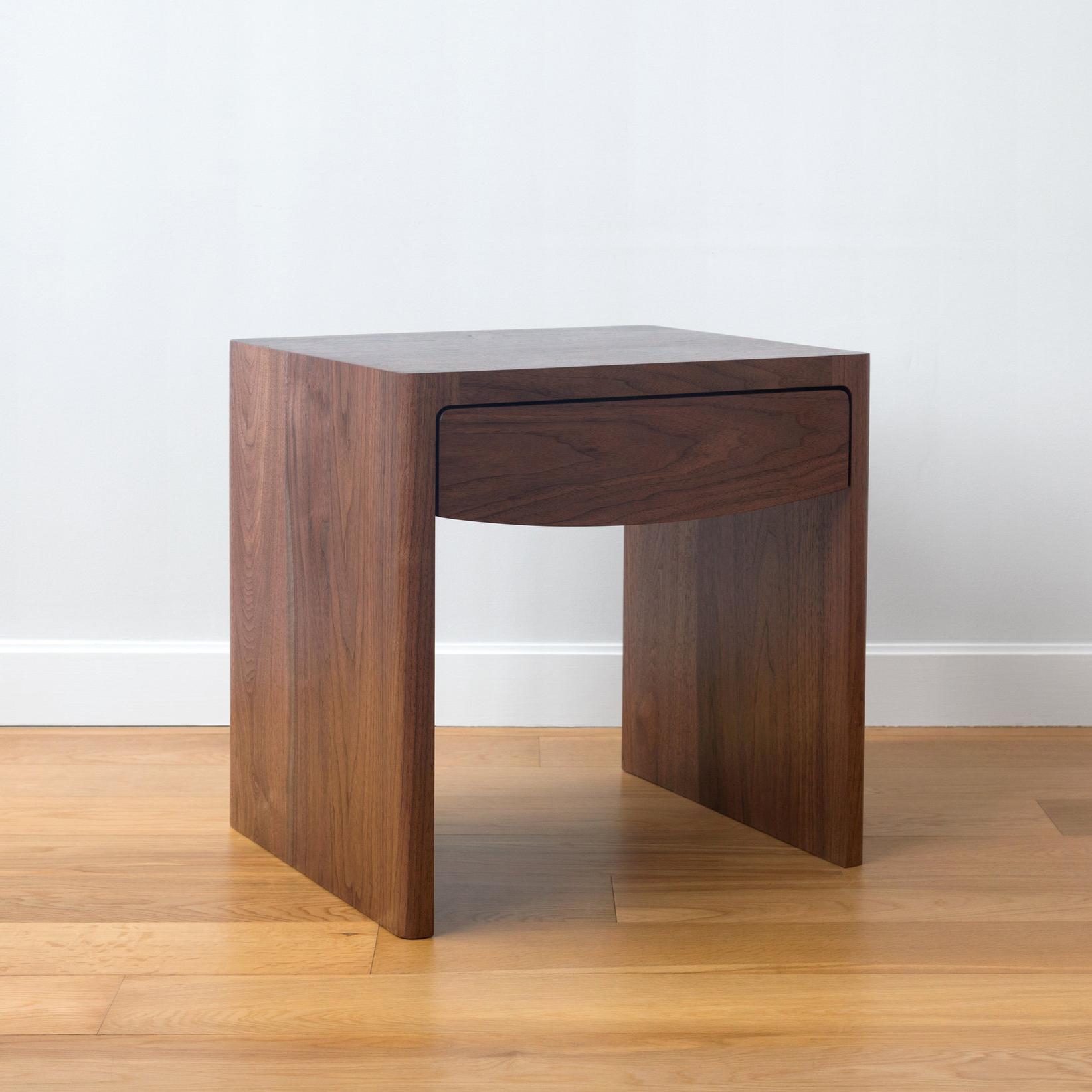 FINA SIDE TABLE