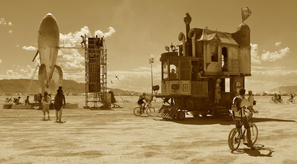 2009: Neverwas Haul encounters the Raygun Gothic Rocket Ship.