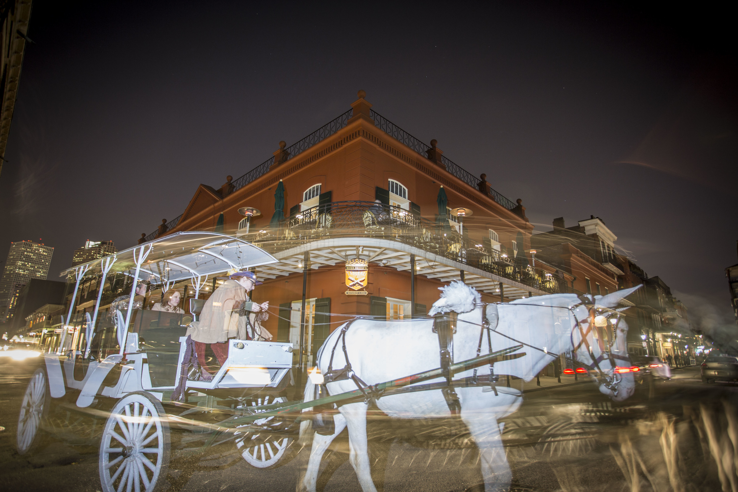 Zack-Smith-Photography-New-Orleans-How-to-tuesday-#27-Long-Exposure-Best-Night-Photography-Horse-Carriage-French-quarter-city