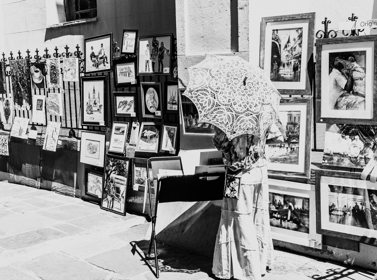 I was captivated by this woman and her umbrella as she perused paintings during the Pirate's Alley Art Contest display. What I soon realized was that she was looking through eventual winner Young Allen's beautiful watercolors.
