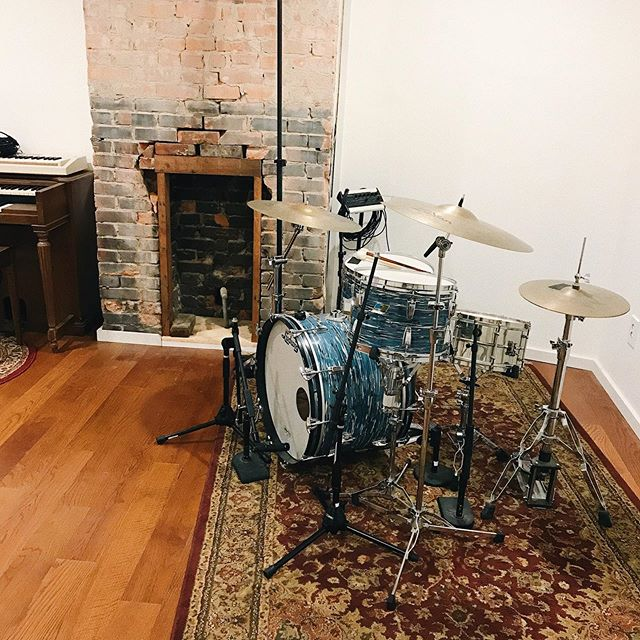 Even with the drums pushed in the corner, plenty of room to spread out and enjoy the fireside and Hammond organ...side. The live room is sounding much more live than I'm used to! Havnt recorded drums yet, but I'm curious to see if I like it or not! Definitely feels exciting with all of the angled walls and ceiling. . . . . #recordingstudio #nashville #musicgear #gearporn #vintagesrums #hammondM #producerlife #mixengineer #vsco #tinytaperoom