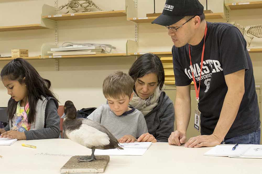 Junior Nature Sketch class at the Royal Ontario Museum.    Photo: Mark Peck