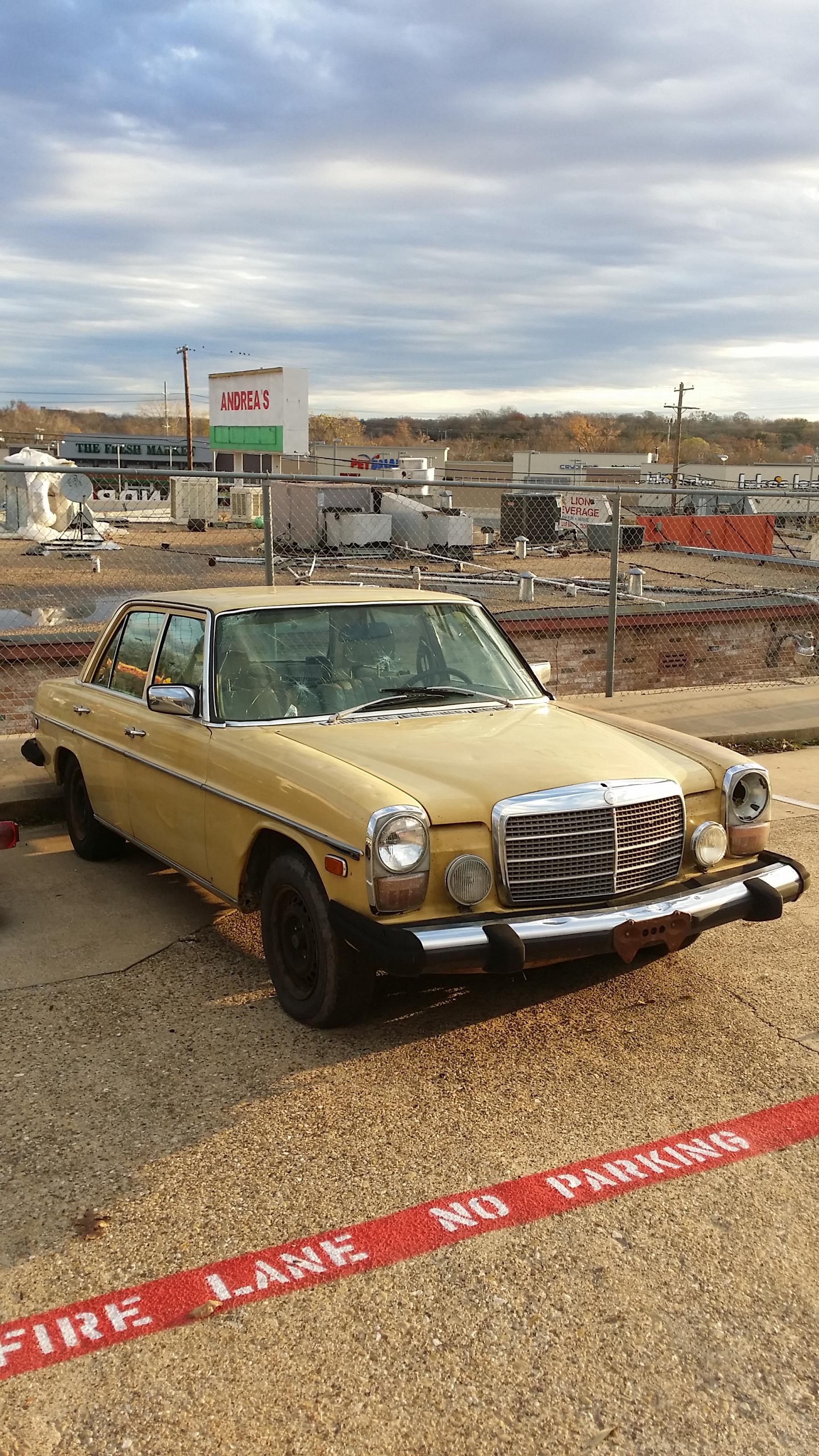 12-15-2015 1979 mercedes 300d (8).png