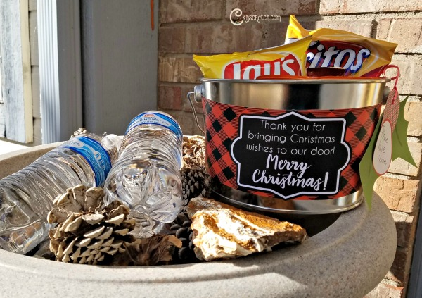 What a great idea! Leave some snacks out for the mail delivery people at Christmas- they sure work hard!