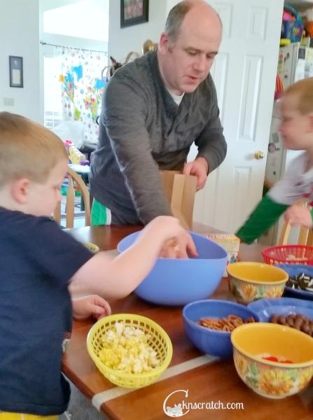 Love this family fun night idea with popcorn- super simple and lots of fun! #teachlikeachicken #FamilyFun #FamilyNight