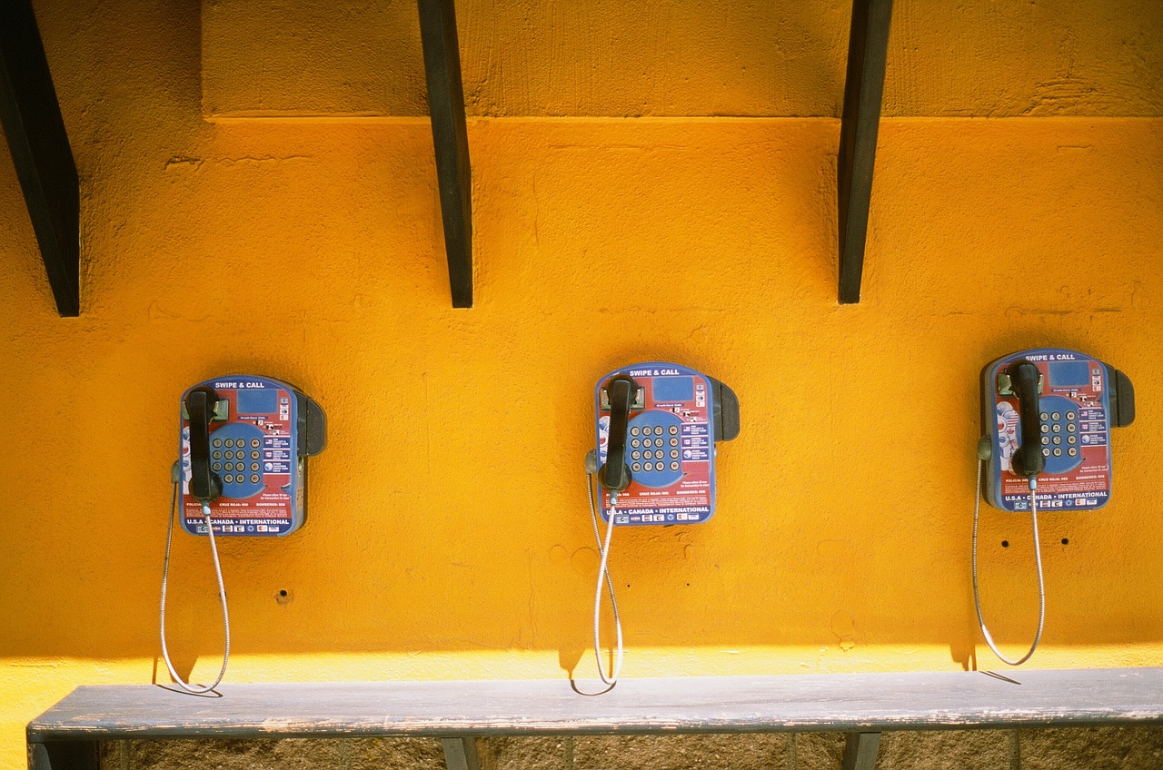 telephones-405921_1280.jpg