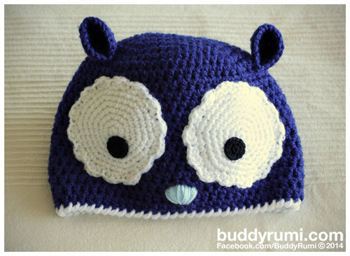 Big eyes crochet hat dark blue