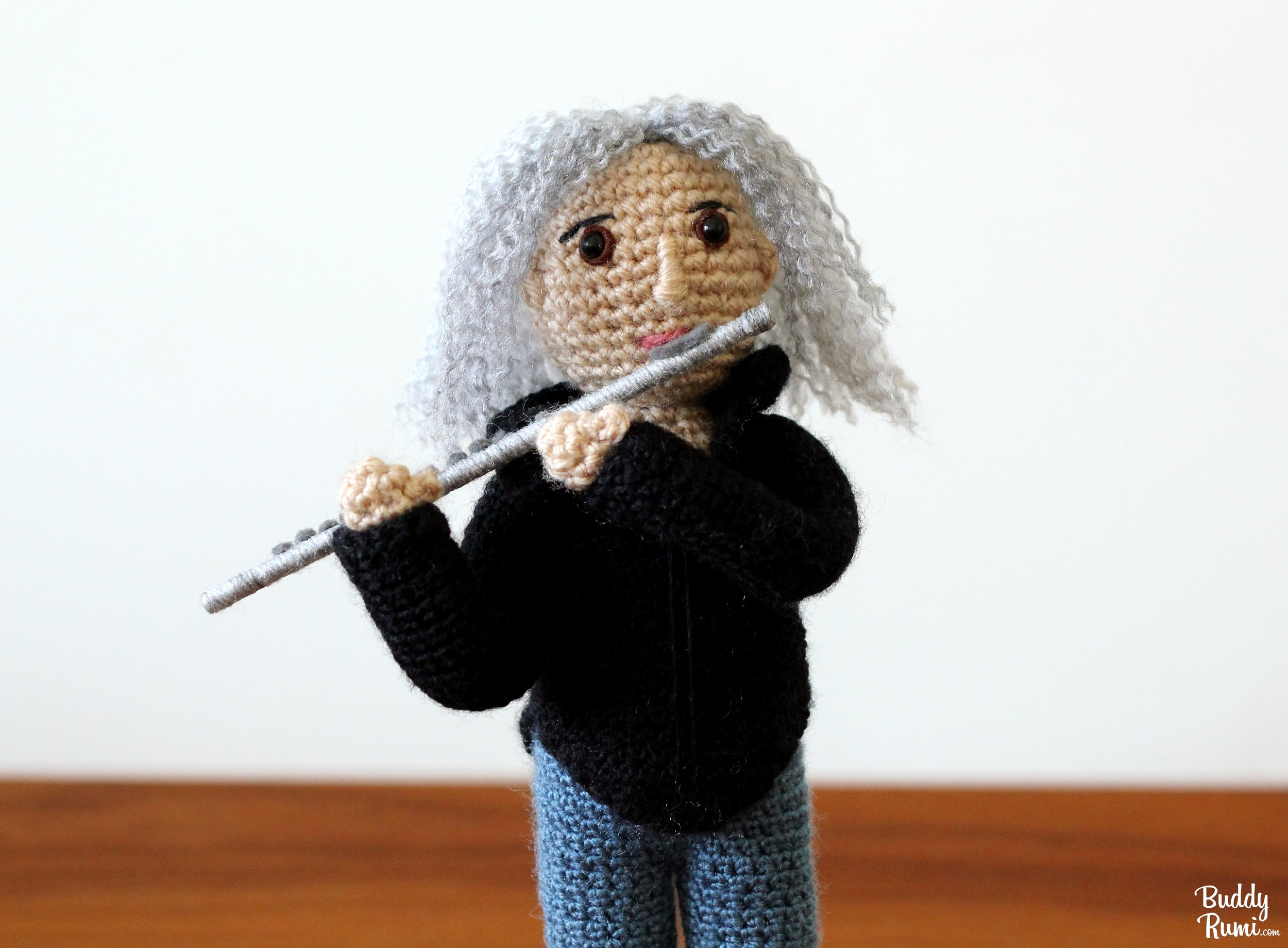 Crochet flute player