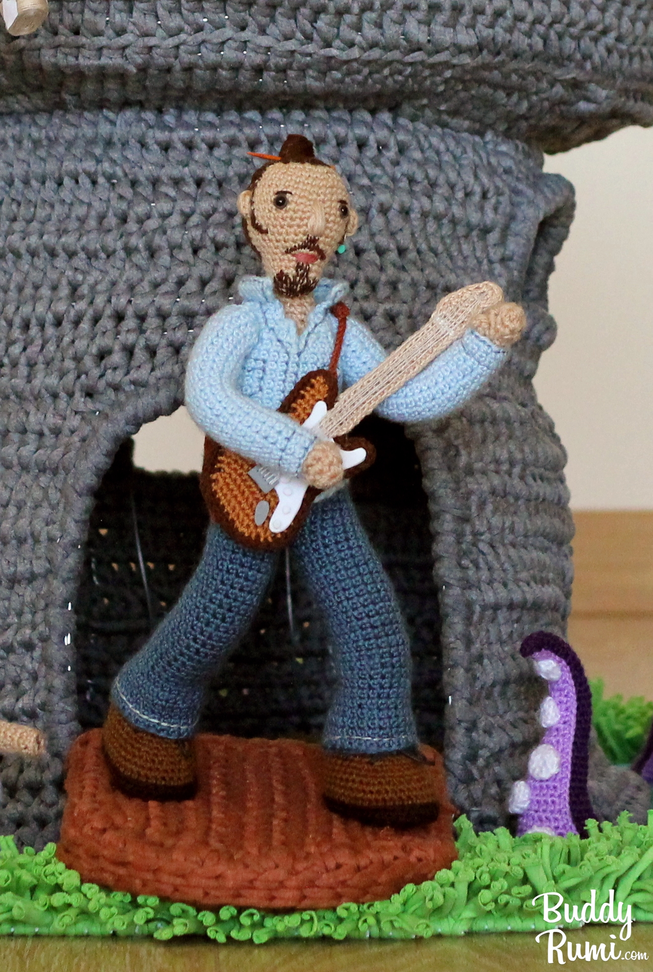 Crochet Guitar Toy Pattern ⋆ Crochet Kingdom | 1488x1000