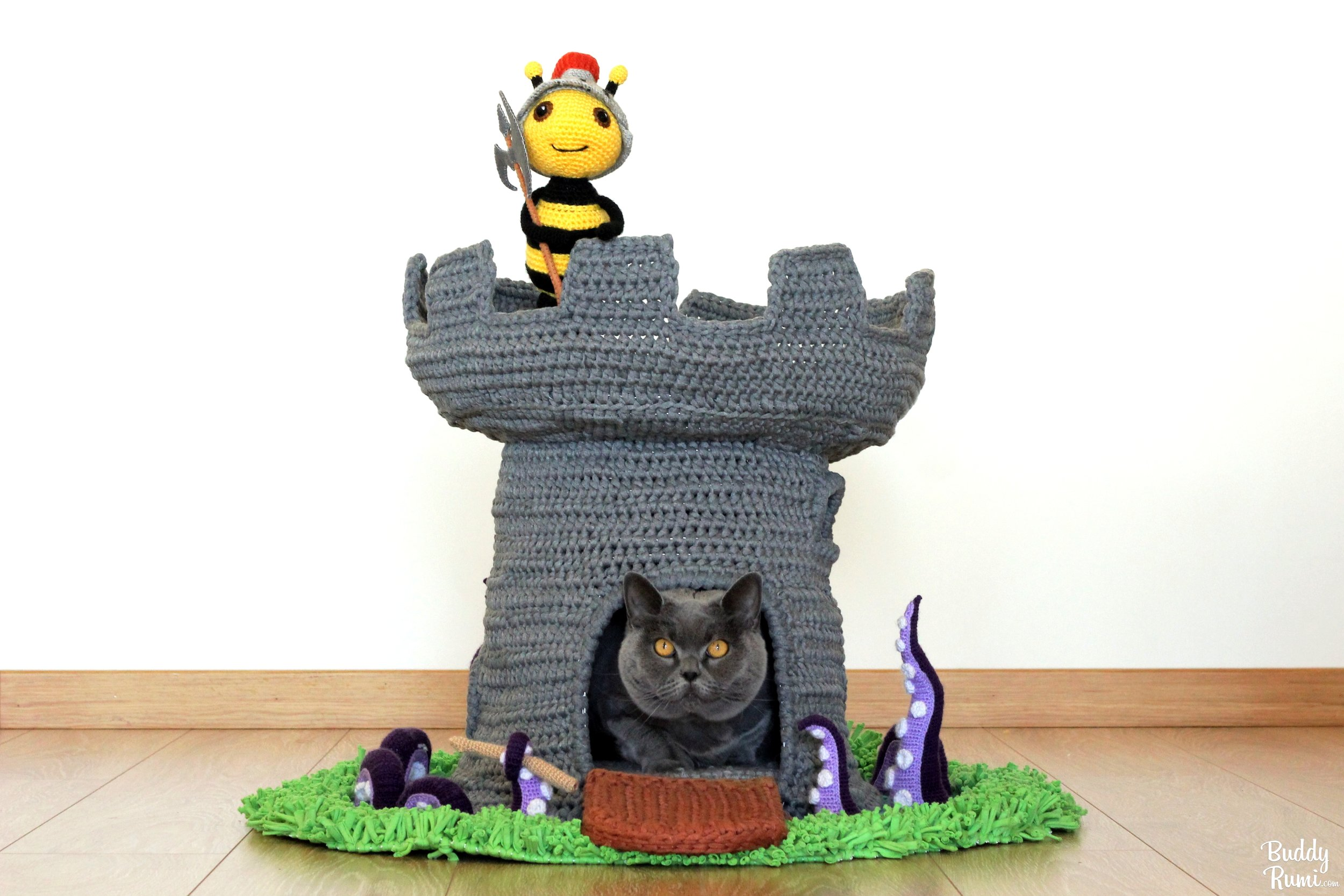 Cozy Crocheted Cat Cave • hauspanther | 667x1000