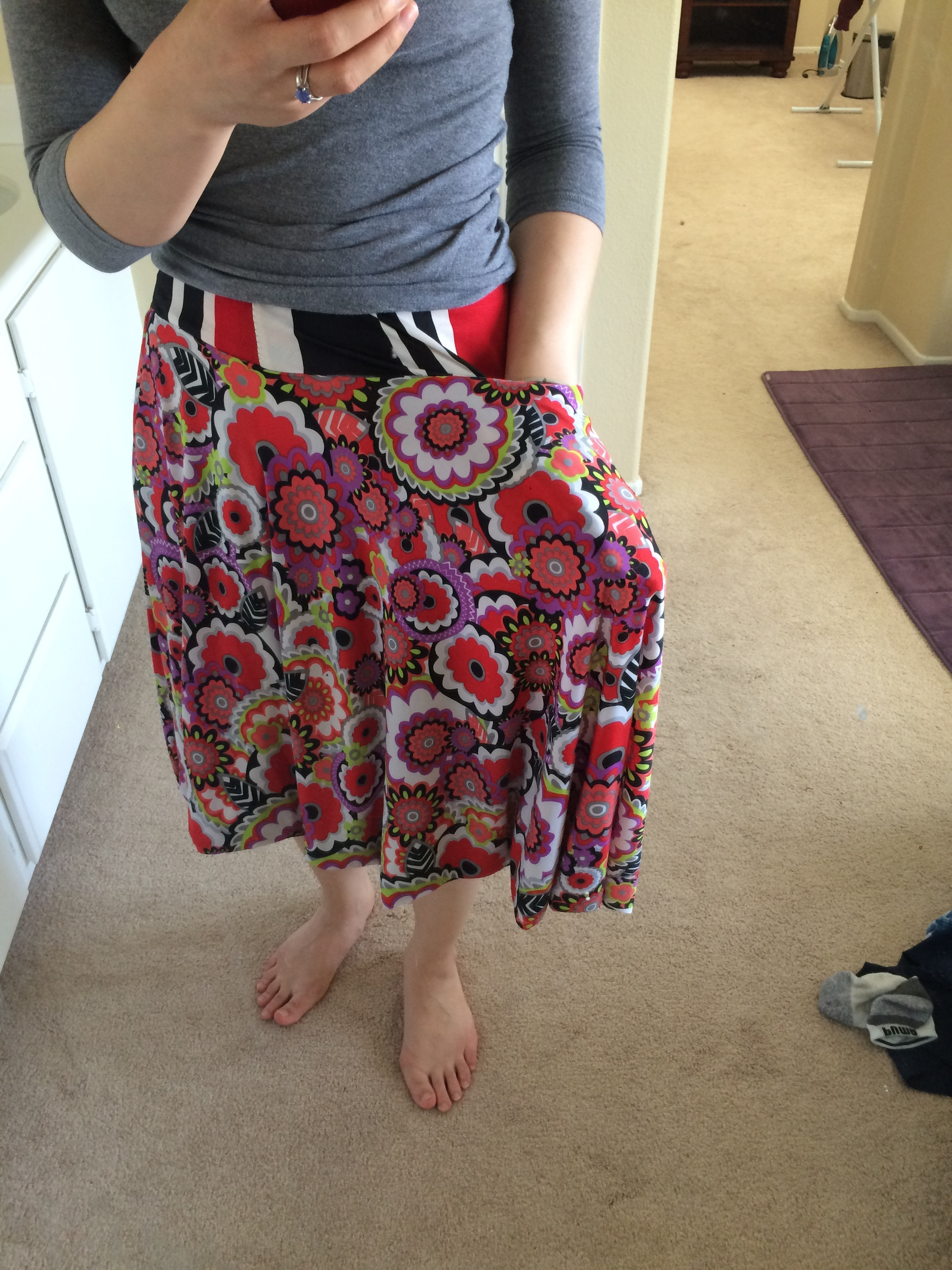 Showing off my pocket again! I love making pockets :-) All skirts should have pockets!