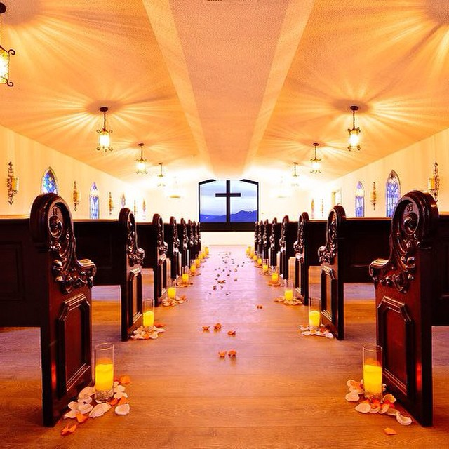 Stunning Interior shot of Chapel taken by Dylan Sido @dyldog3  #cavecreekchapel #cavecreek #chapel #church #bride #desertwedding #engagement #groom #quaint #renewvows #vows #wedding #whitechapel #weddingvenue #candles #aisle #desertview #stunning #beautiful #ido