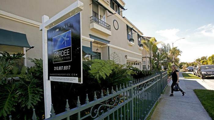 Home purchases by foreign buyers and new immigrants increased by more than one-third last year, according to a a study released Tuesday. (Anne Cusack / Los Angeles Times)
