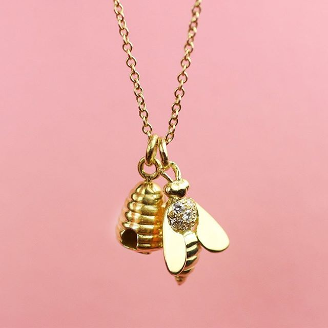 TBT - Love this Diamond Bee and Hive Necklace!  Made to order, order yours today! 🐝⠀ .⠀ .⠀ .⠀ .⠀ #juliuscohen #handmadejewelry #beehive #madeinnewyork #diamondbee #beecharm