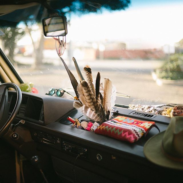 I'm a believer that a lot can be told about someone by what kind of stuff they keep on their dash. . Can anyone guess who's van this is? Think 'aircooled'... 🚐💨🌈 #lotlife #vanlife