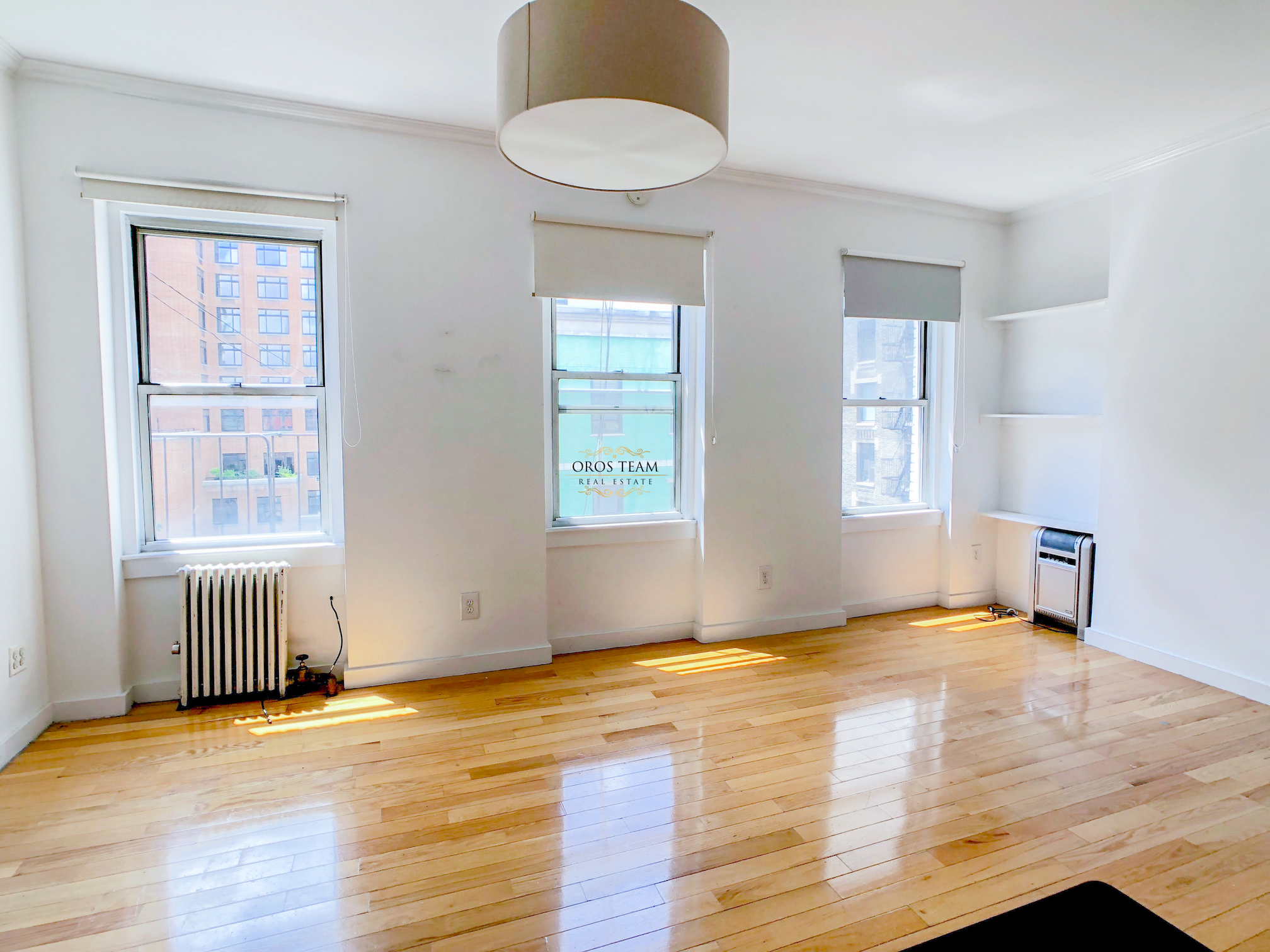 - Gorgeous South Facing Alcove studio in Soho!This beauty features renovated open kitchen that is equipped with dishwasher, large breakfast bar and plenty of storage space. Three large beautiful windows give the unit all the southern light throughout the day. Renovated bathroom has a great skylight!Located in a stellar excellent maintained building with condo feel offering charming interior, security and cleanliness! Quiet yet centrally located near major restaurants, supermarkets, Soho shopping, parks, few minutes away from the Washing Sq Park, walking distance to prime areas downtown. Block away from A, C, E, 1, N, R, Q, subway lines and public transportation.Rent: $2,650 /monthTerms: 12 - 12 MonthsAvailable: Immediate