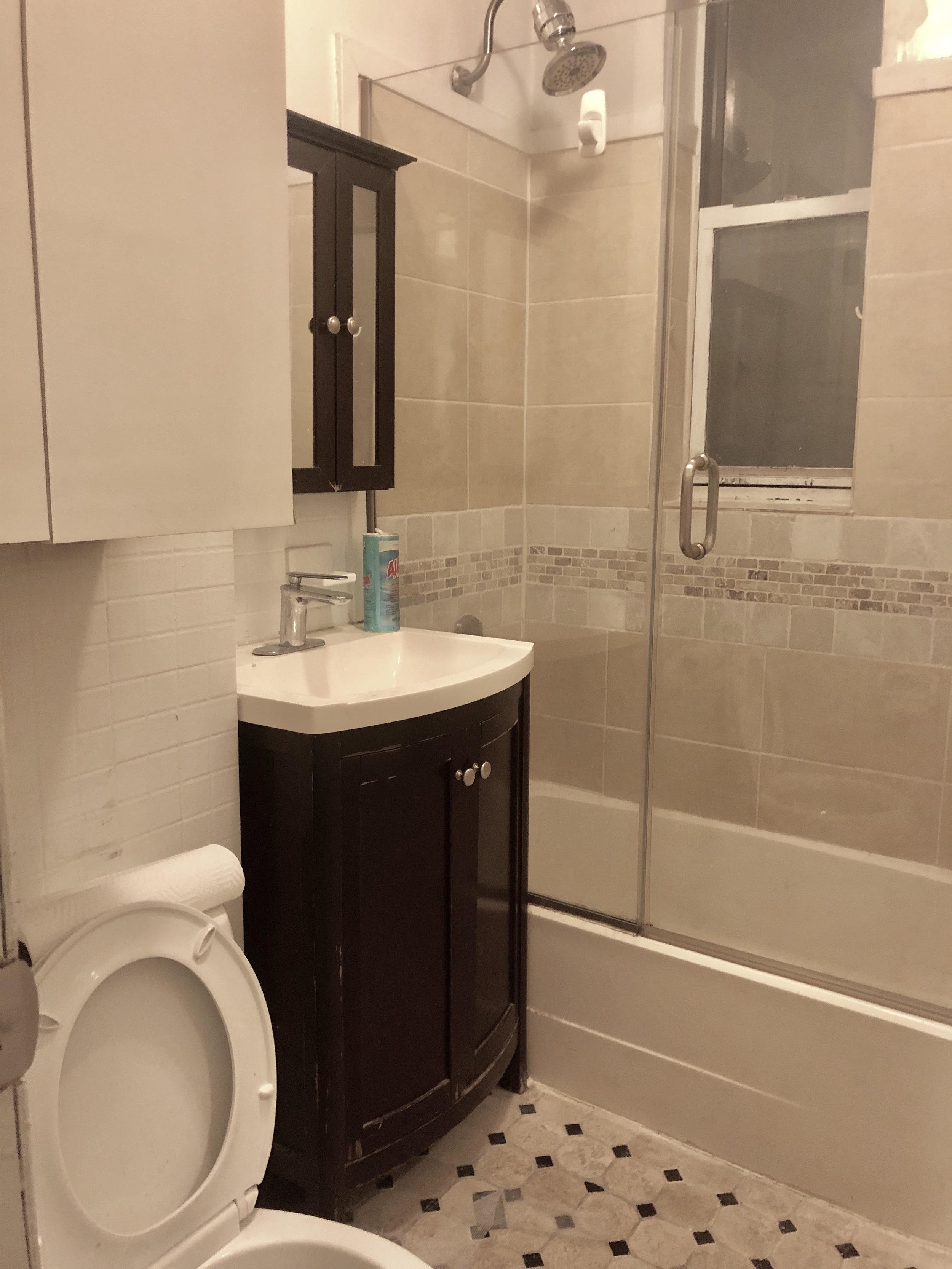 bathroom 32 grand.jpg