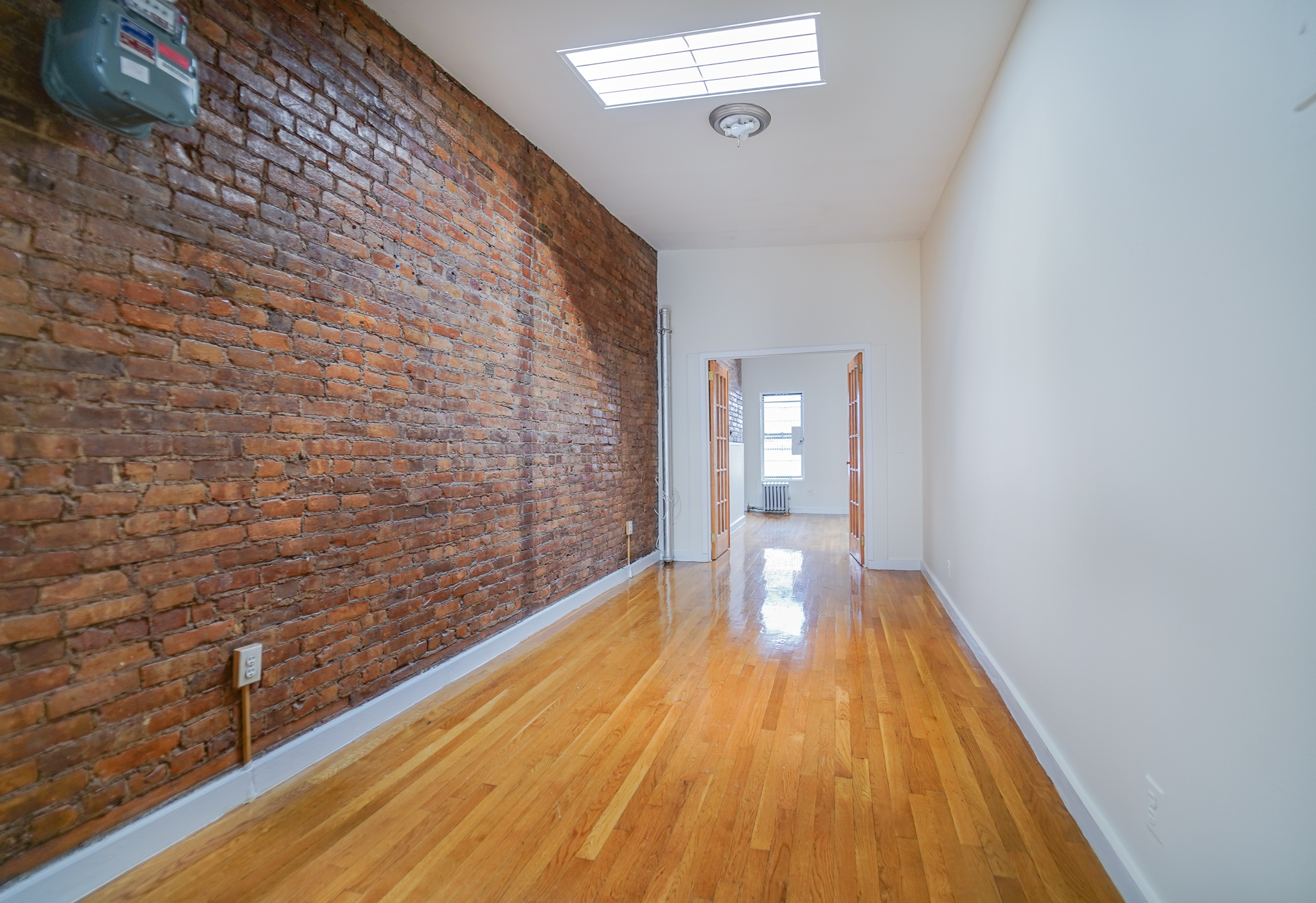170 Avenue B #5N - Super Bright One Bedroom in East Village! Enjoy Two skylights, large window kitchen, king size bedroom and large living space. Located on the 5th floor of a walk up for immediate move in.Rent: $2,795 /monthTerms: 12 - 12 MonthsAvailable: Immediate