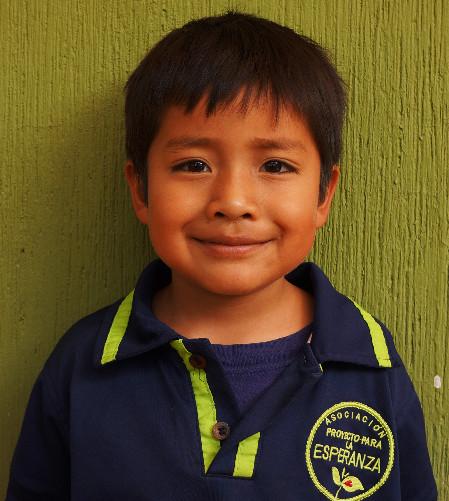 Jostin M.:  Es muy inteligente, le gusta jugar mucho y ayudar a sus amigos.