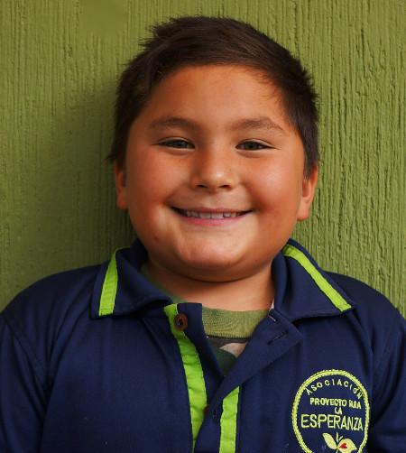 Enrique M.:  Conocido como Quique es un niño que da mucho amor, le gusta ayudar y cuidar de otros. Cuando sea grande quiere ser un astronauta.