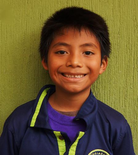 Alexander G. - :  Conocido como Alex le gusta leer para aprender cosas nuevas y es muy curioso.