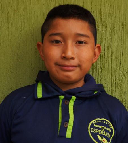 Emerson Ucelo:  Es un niño que le encanta reír y pasarla bien con sus amigos. Él quiere ser un policía.