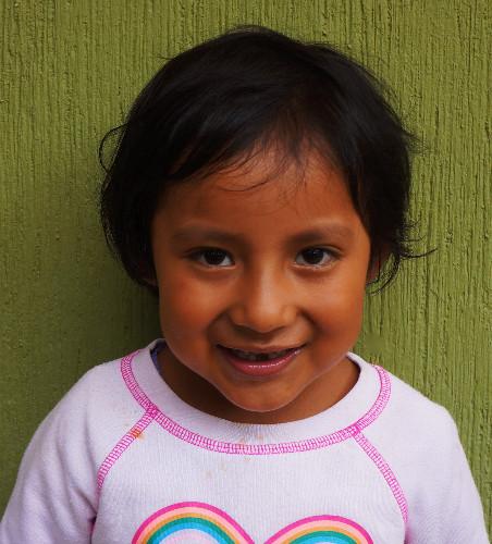 Sofía Velásquez:  Es muy inteligente, le gusta que le lean, le gusta cantar y le gusta aprender de sus amiguitos.