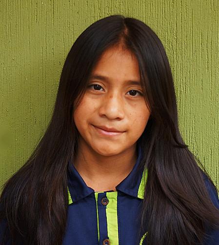 Ashlyn Ché:  Es tímida, amistosa, traviesa, sonriente y es muy colaboradora con los niños pequeños.