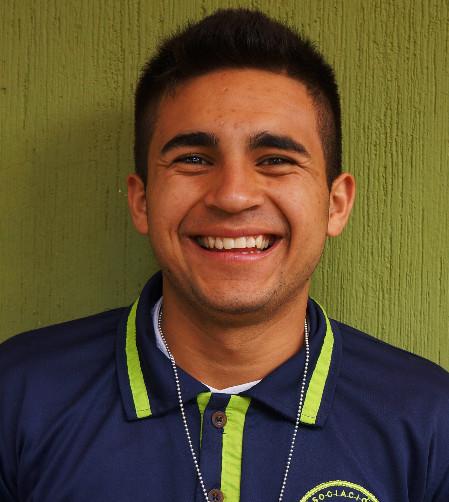 Antonio Martínez:  Es un joven muy inteligente, atento, servicial, le gusta leer mucho y cuando sea grande quiere ser un gran piloto.