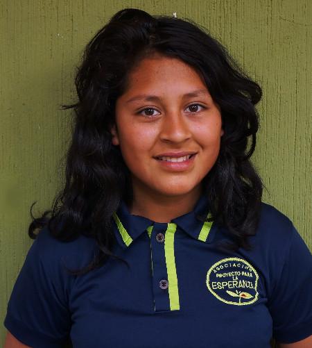 Maibely Santos:  Es una joven tímida pero muy inteligente, le gusta bailar, le gusta el futbol y le encanta ayudar con los niños pequeños de la escuela.