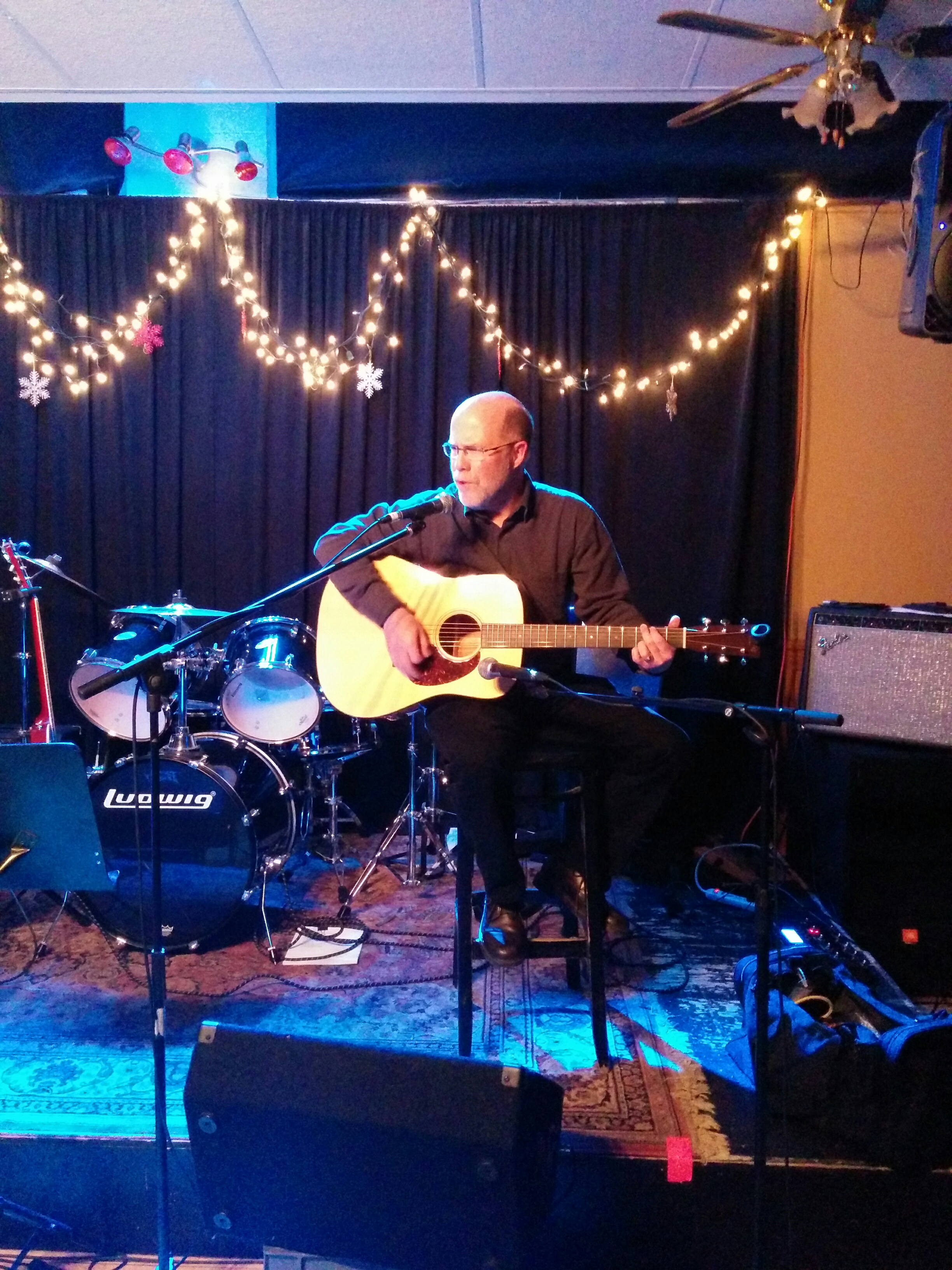 Alex Moir kicks things off with his sweet Martin acoustic guitar