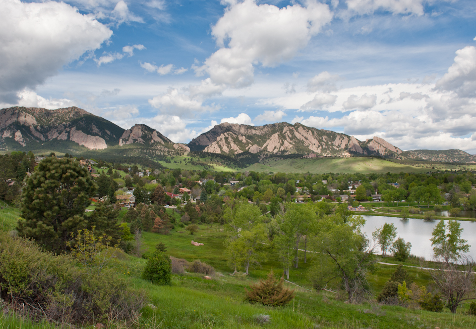 Join my Thursday morning fitness walk in Boulder to take in this awesome view!