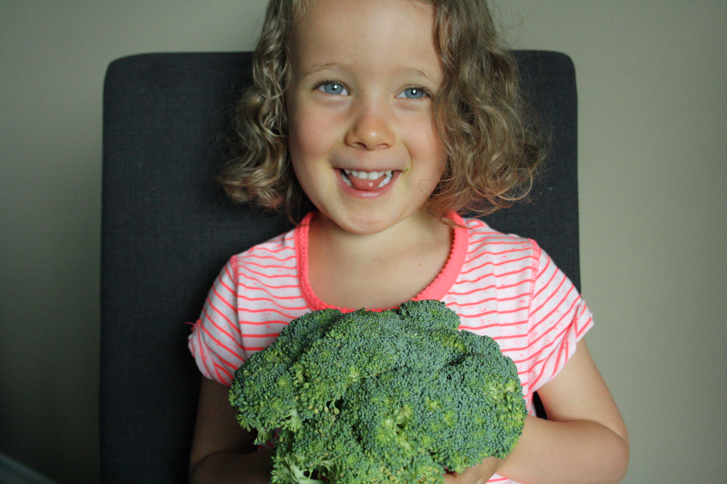 6-Ways-to-Help-Your-Child-Have-a-Healthy-Relationship-with-Food.jpg