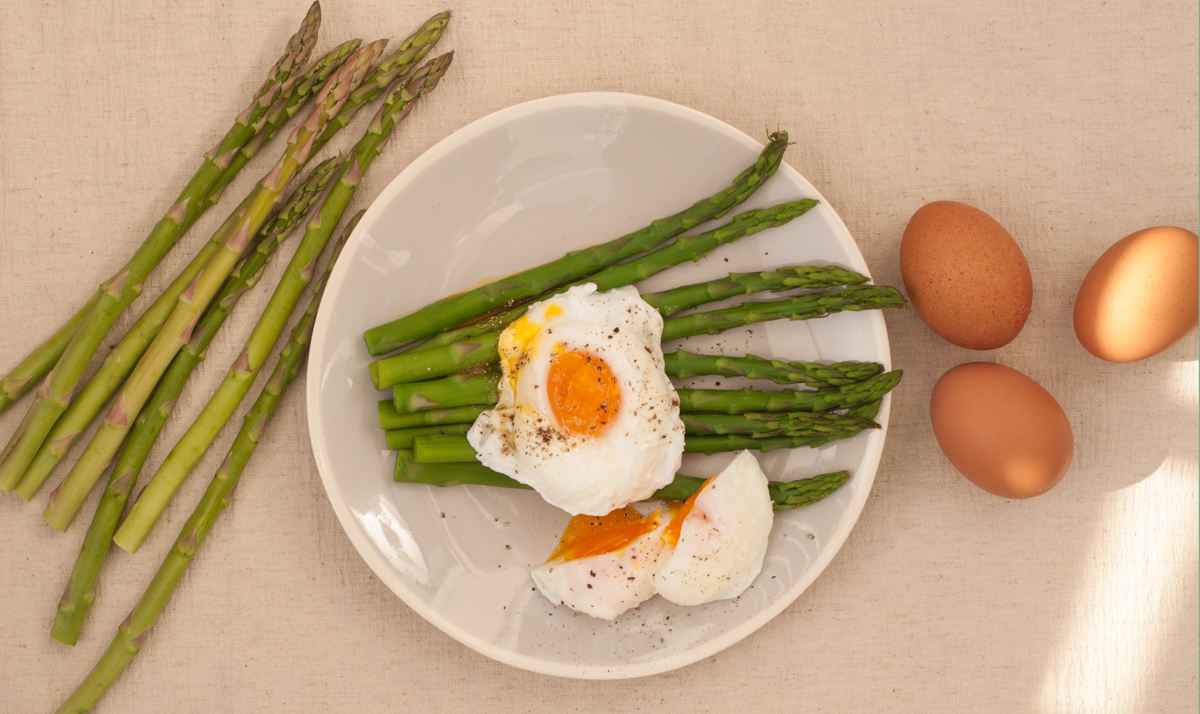 Poached egg and asparagus.jpg