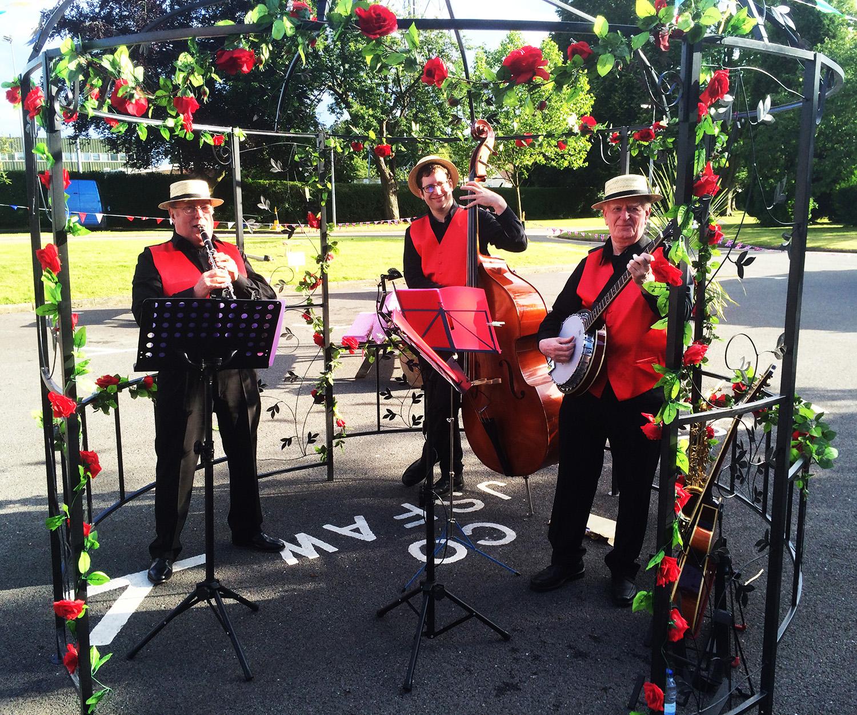1920s Odiham 10 jazz band - gazebo - rose garlands.jpg